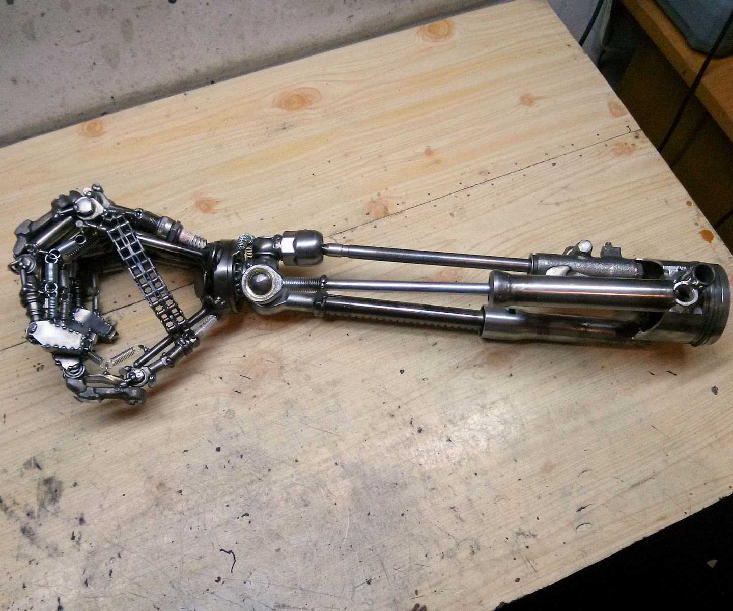Robot arm inspired by Terminator movie