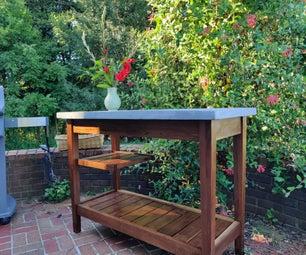 胡桃和混凝土桌子与浮动的架子