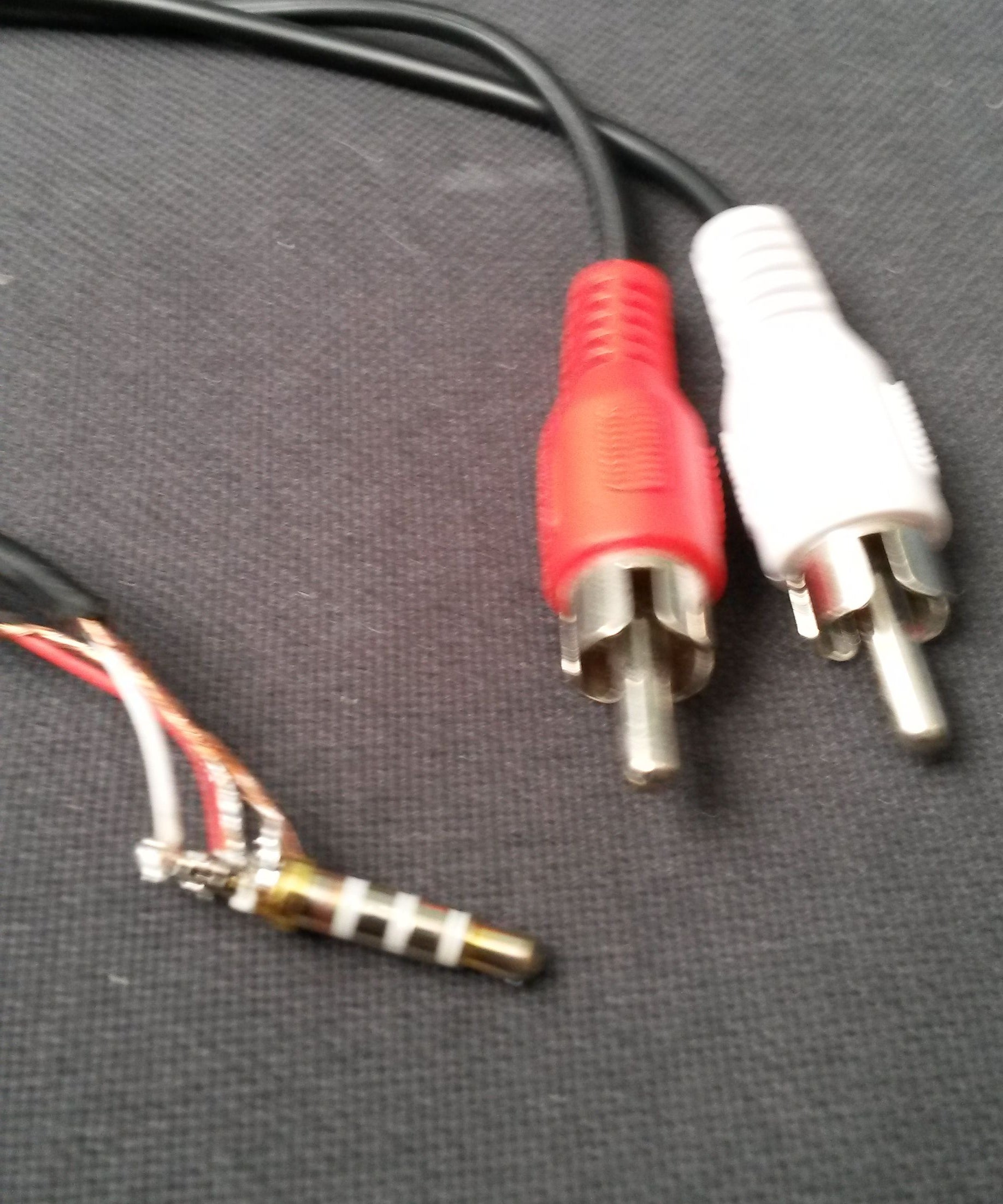 Rca To 3 5 Mm Trs Cable 9 Steps Instructables