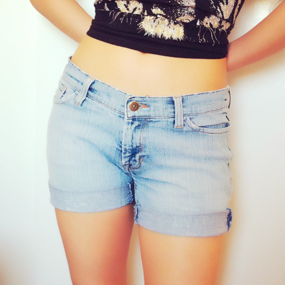 How to turned an old pair of jeans into a pair of cuffed shorts