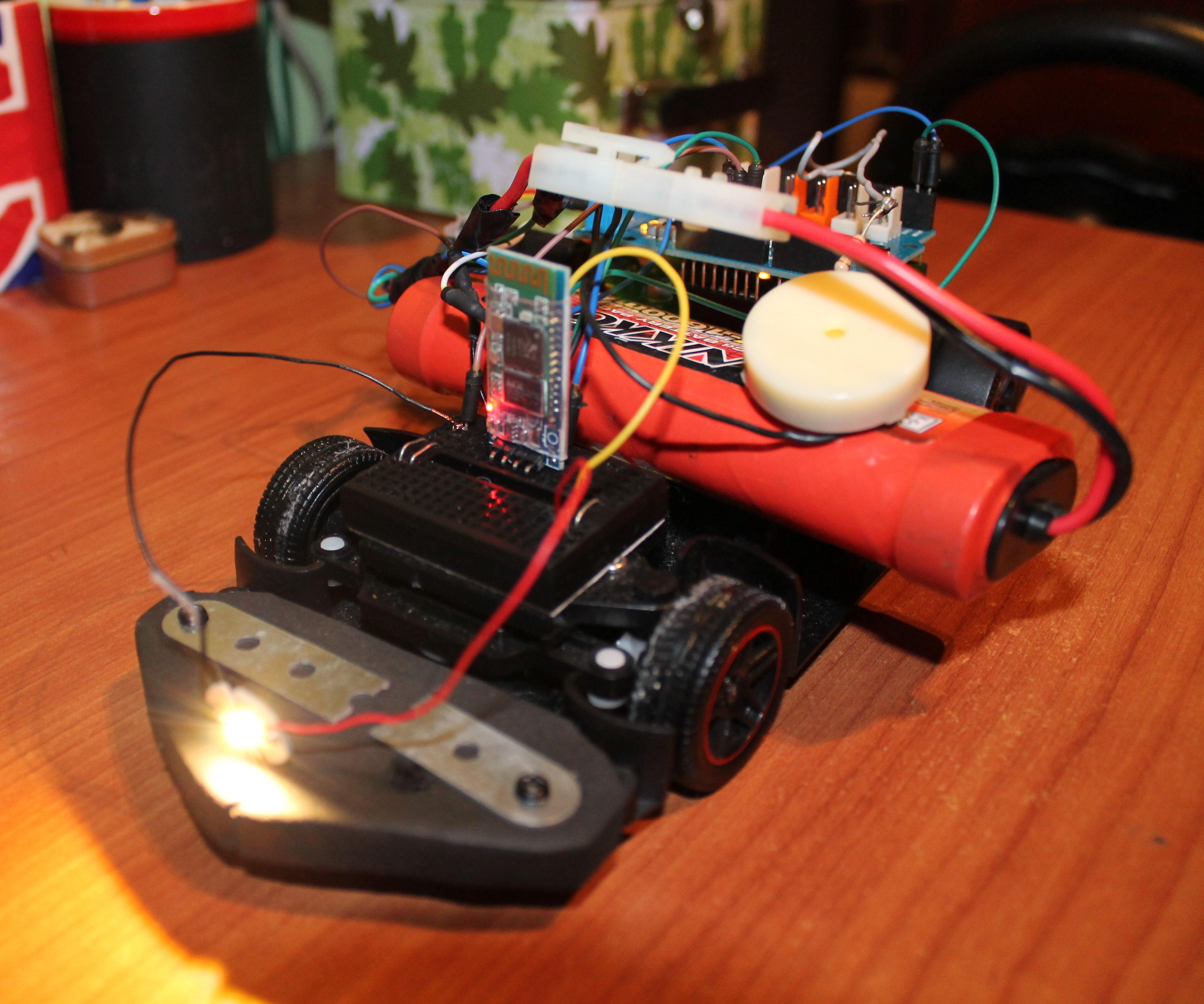 Arduino RC car bluetooth con motor shield