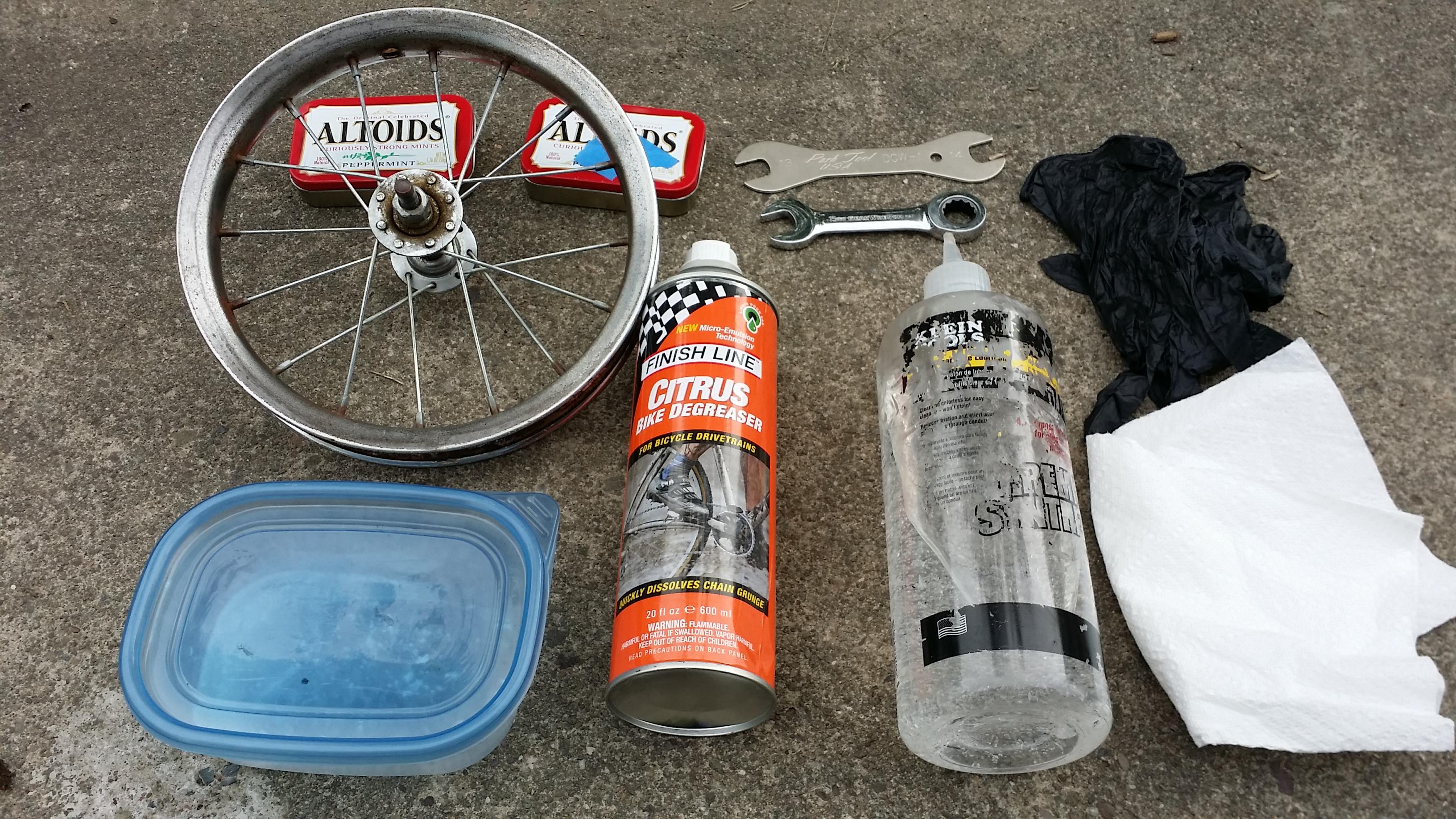 How to service a bike hub