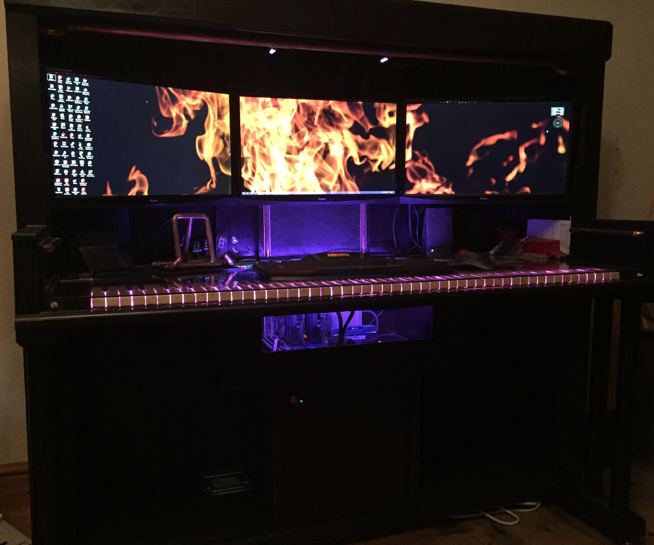 Computer Desk ( That Thinks Its A Piano)