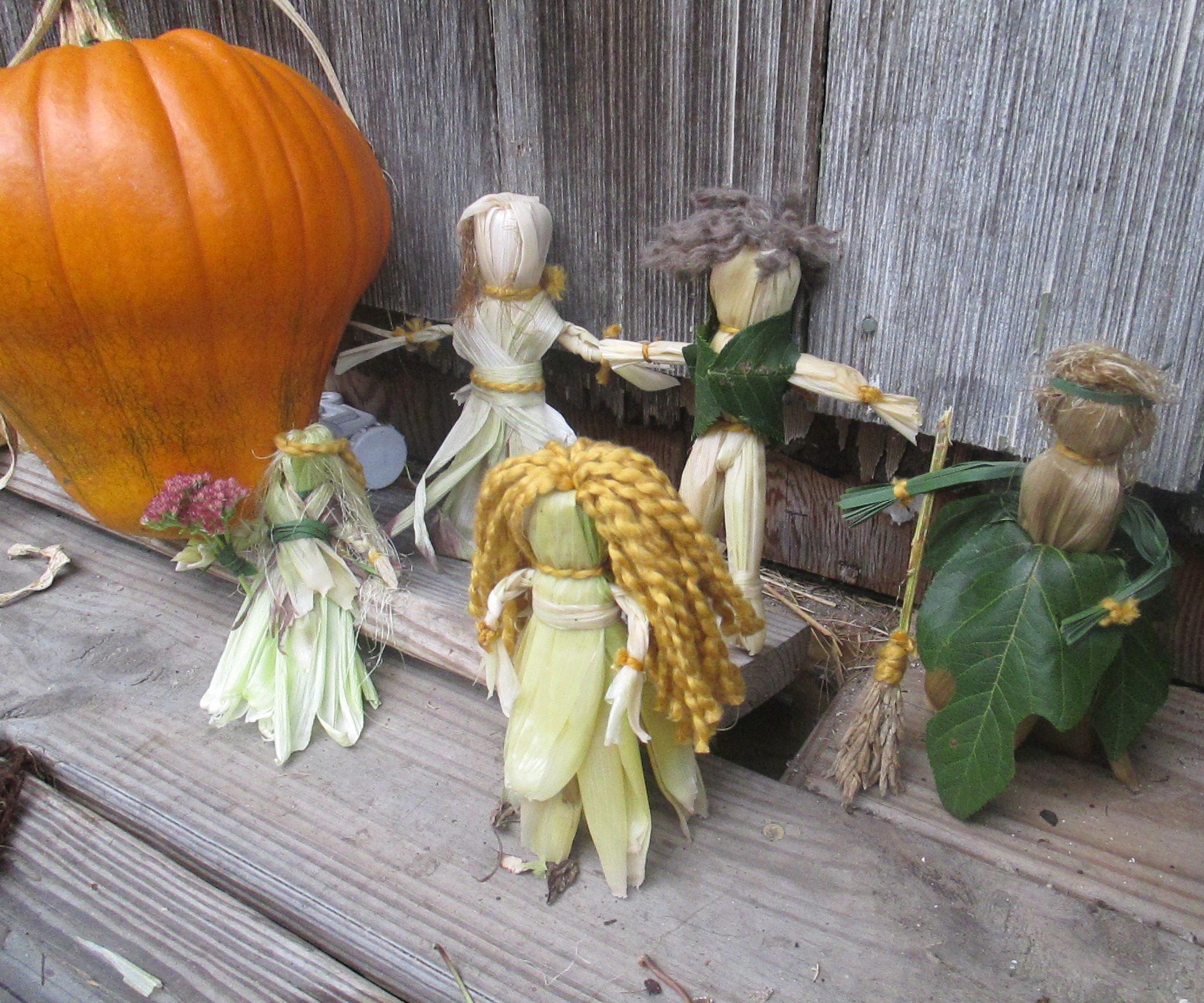 Let's Make Corn Husk Dolls! ~ Thanksgiving Craft