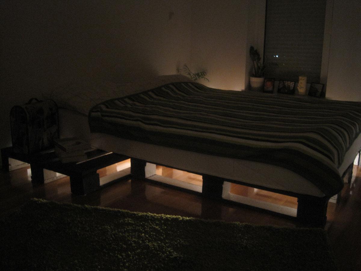 DIY family palette bed