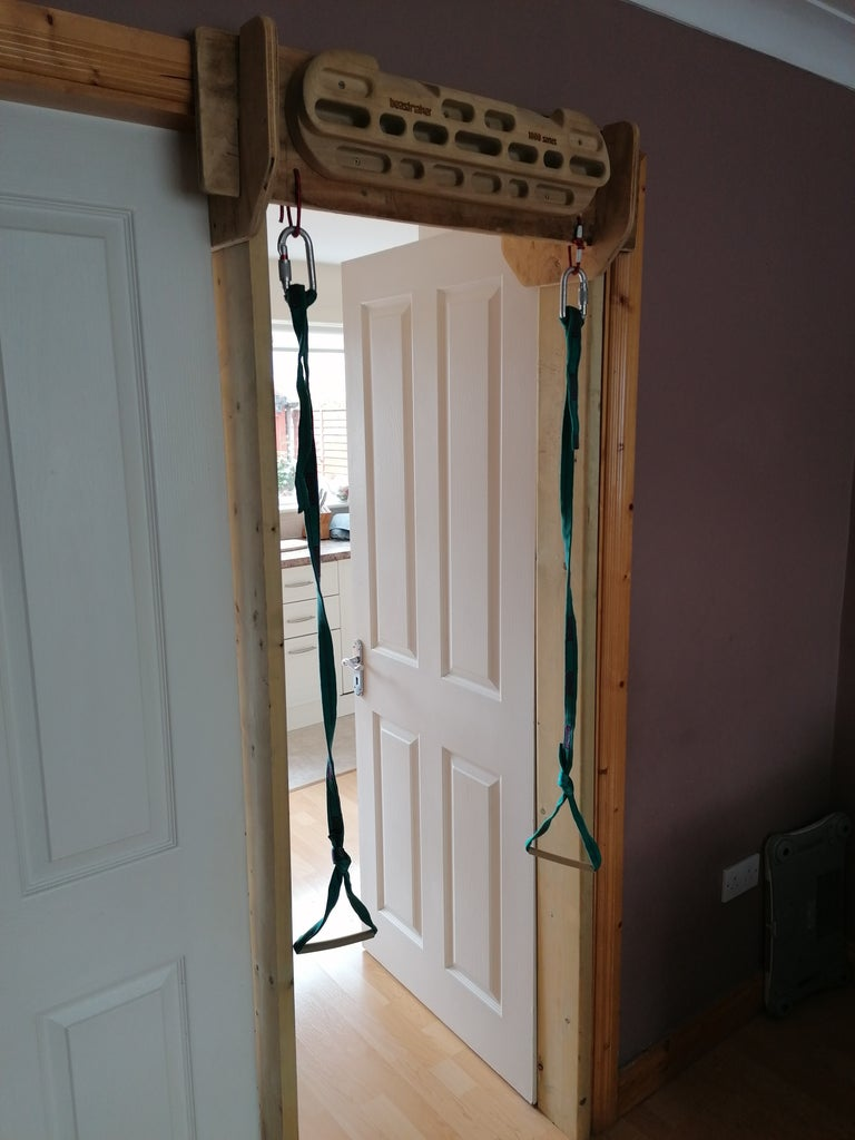 Hangboard Stand (No Holes in Wall)