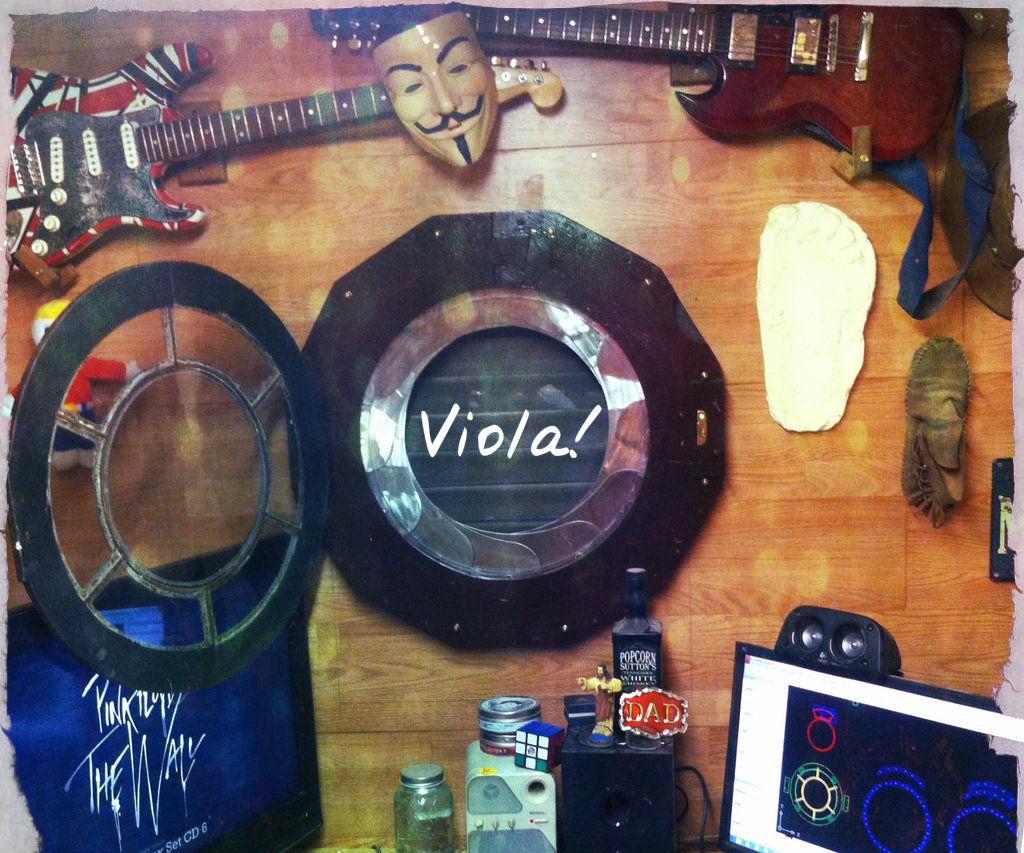 A Mechanical Iris Window With Porthole