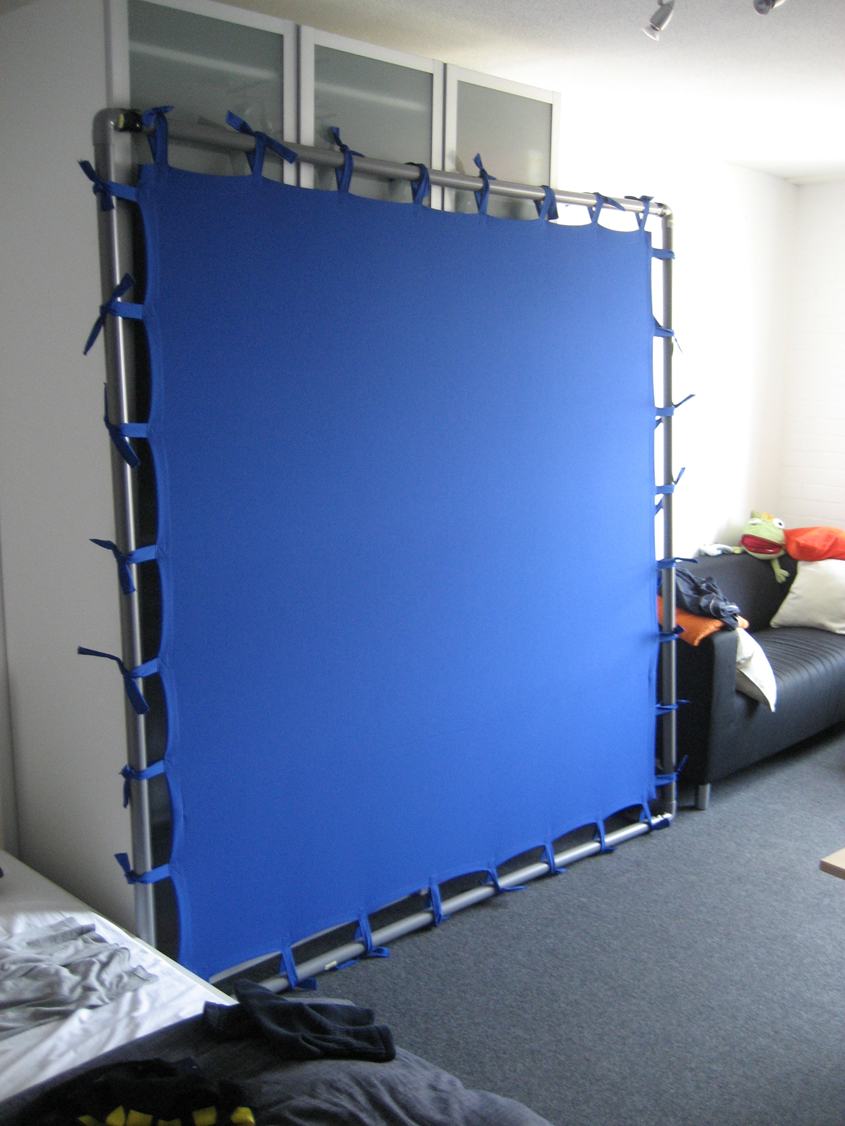 Cheap Portable Chroma Key Screen (Bluescreen)