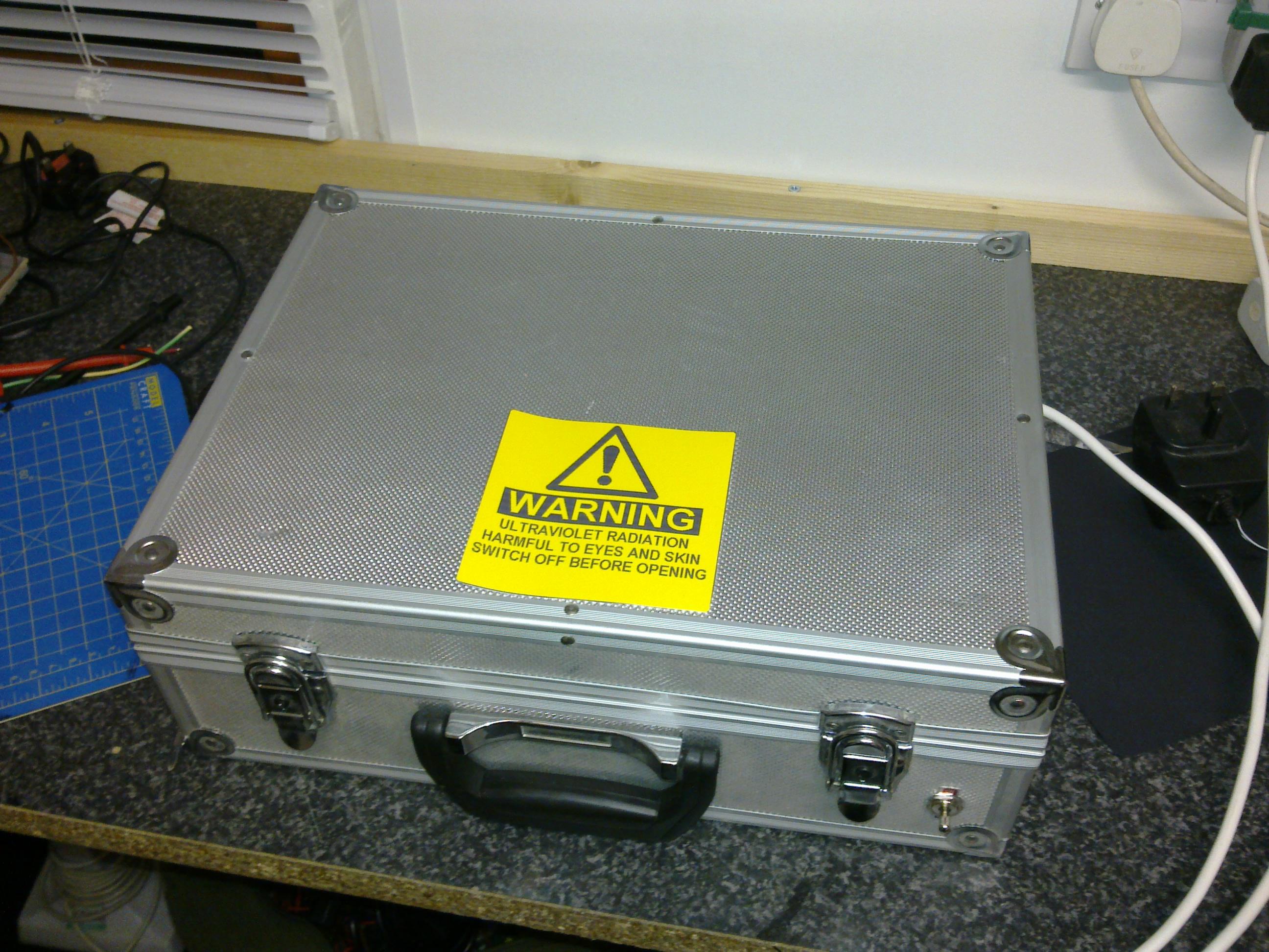 Simple UV lightbox for PCBs