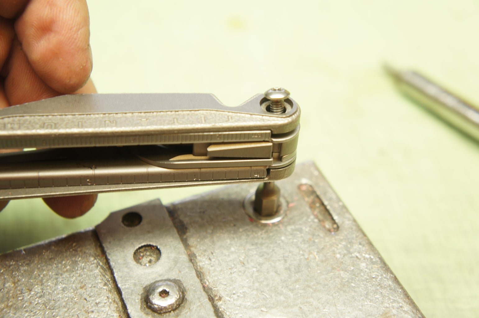 Remove the Interior Screw and Functions (side A)