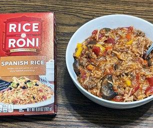 将盒子西班牙米转入填充辣椒的热门