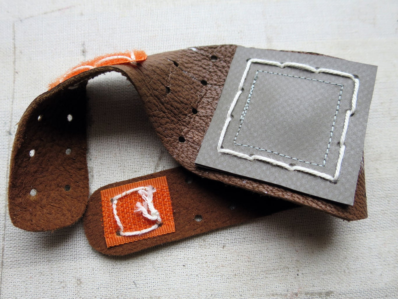 Example: Pegboard Wristband With Magnet