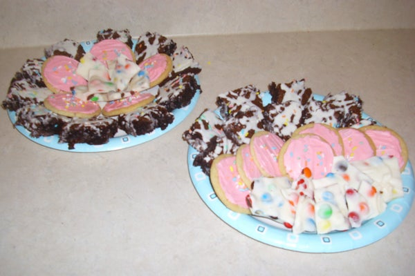 Visually Appealing Dessert Trays for Your Mouth's Delight