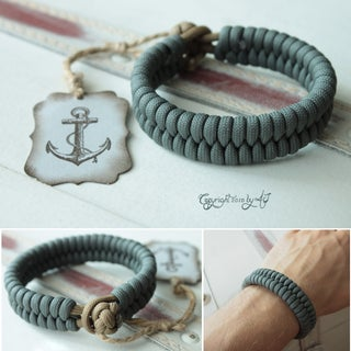In-and-out Knot and Loop Bracelet