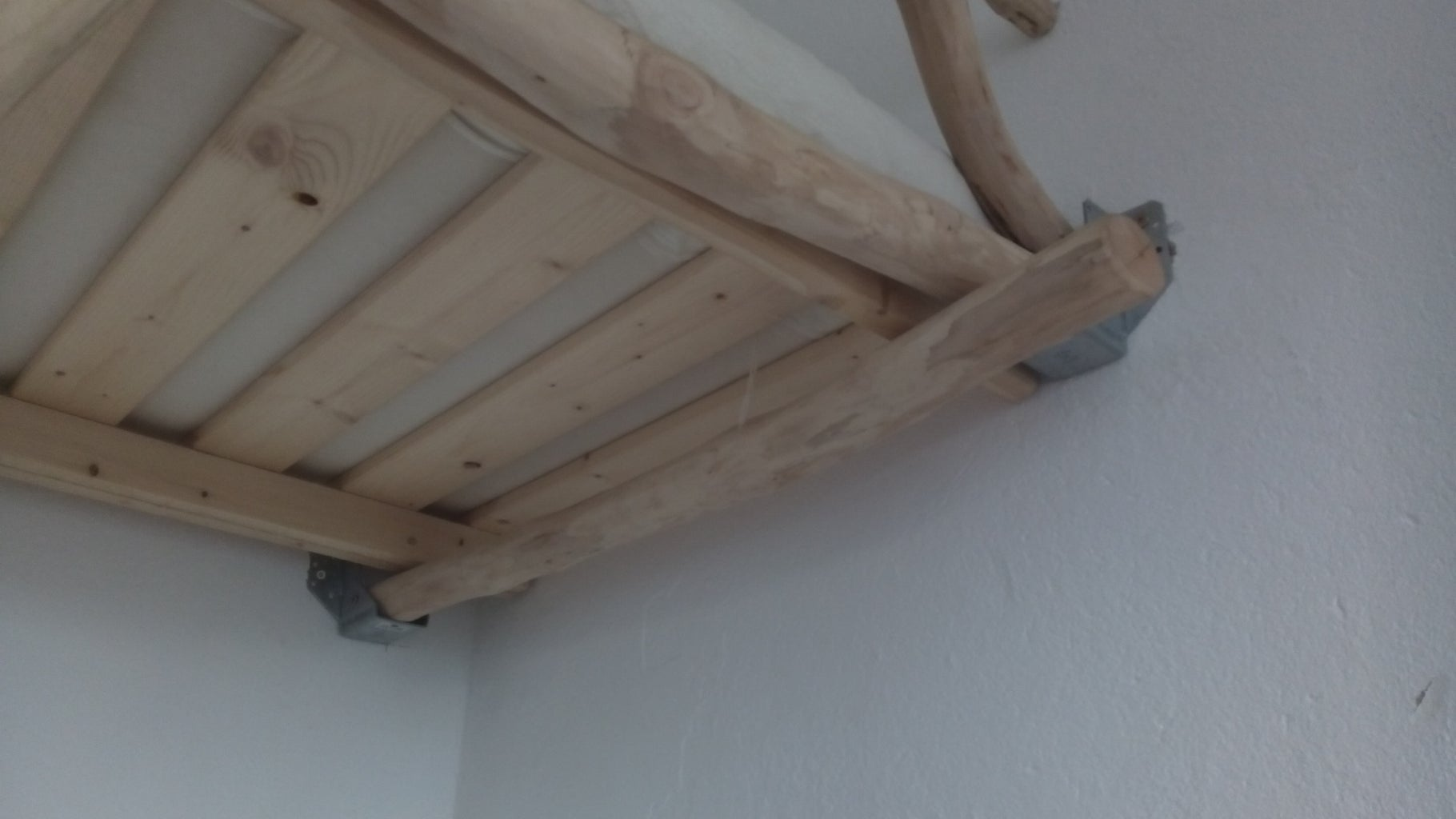 Ataching Branches to the Mattress Support As a Frame