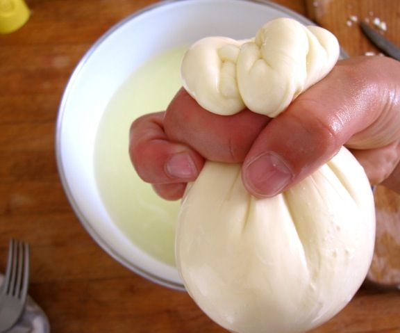 How to Make Successful Quick Mozzarella Curds