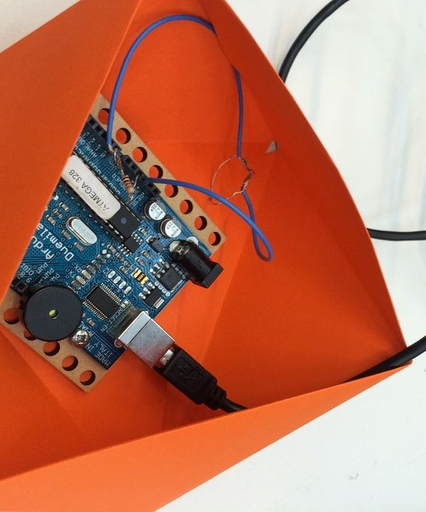 Create Sound That Depends on a Moving Object Using a Photocell Sensor