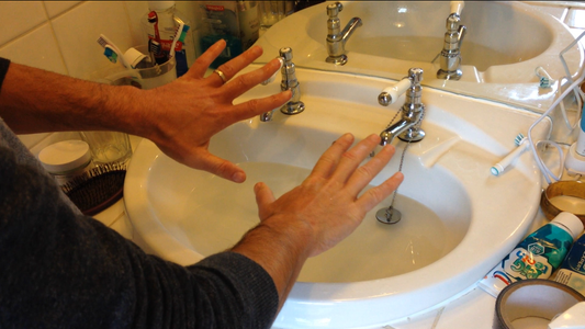 How to Unblock a Sink With Your Bare Hands When You Have No Plunger