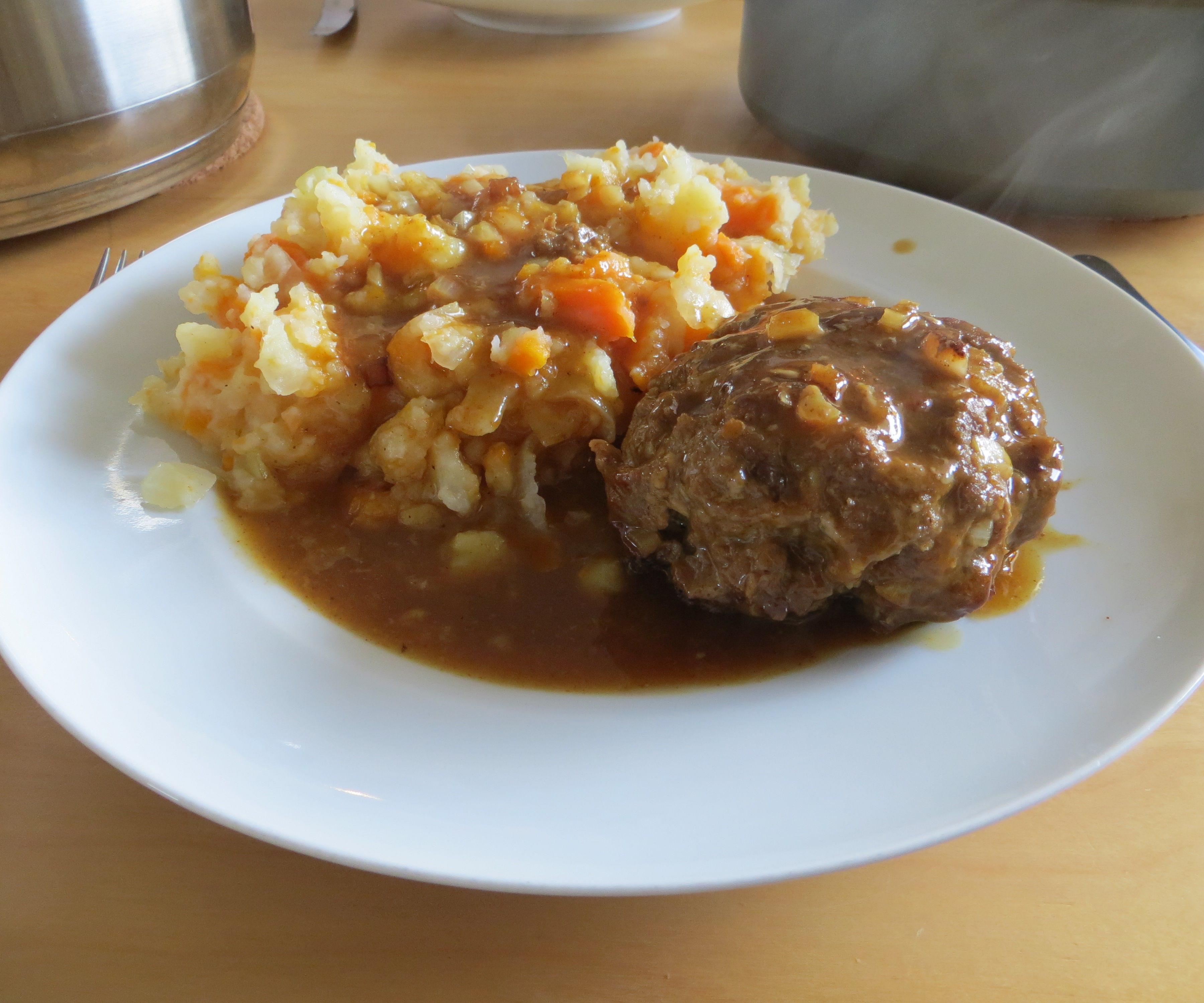 Hutspot with meatballs in beer sauce
