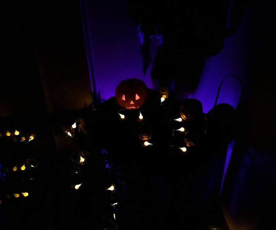Raspberry Pi Automated Halloween Display