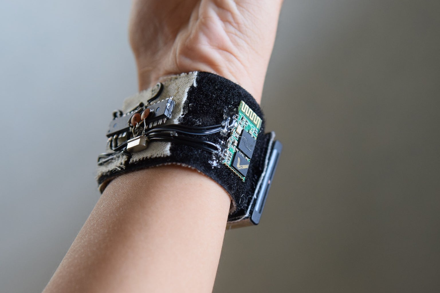 HealthBand: a Remotely Monitored Health Status Bracelet