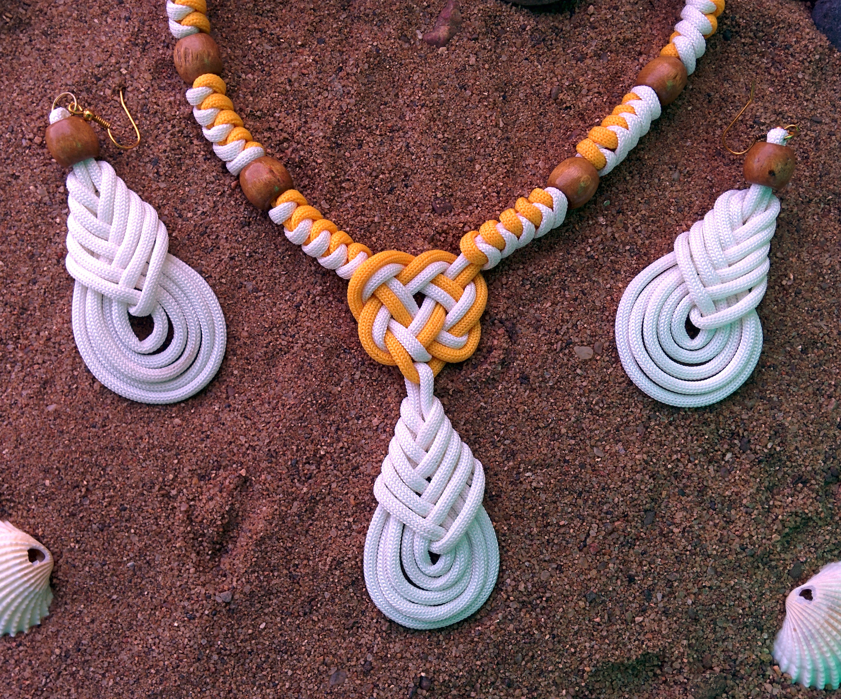 Beachwear Necklace with earrings made using paracord