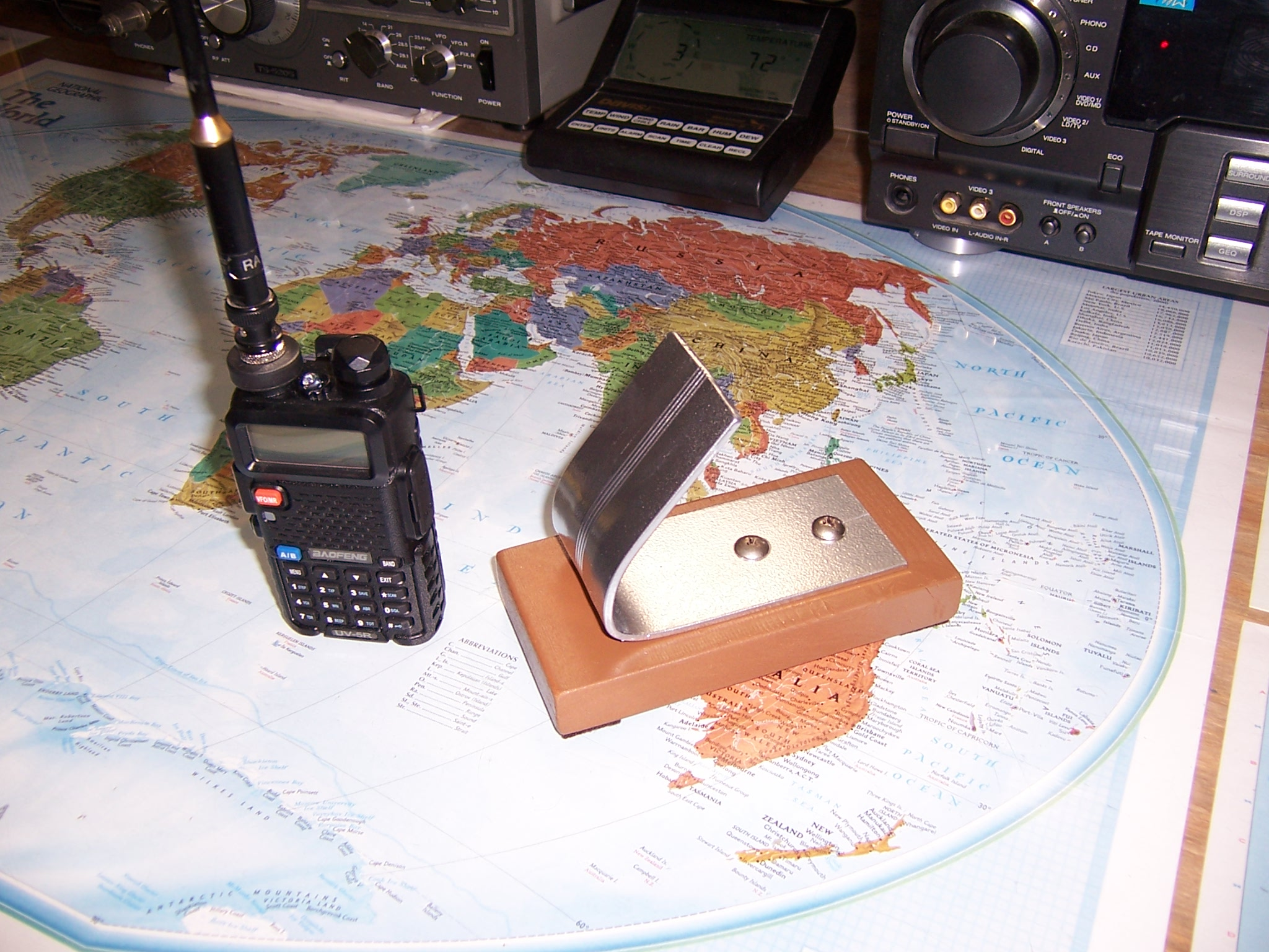 Desk Stand For A Little Ham Radio (Baofeng UV-5R)