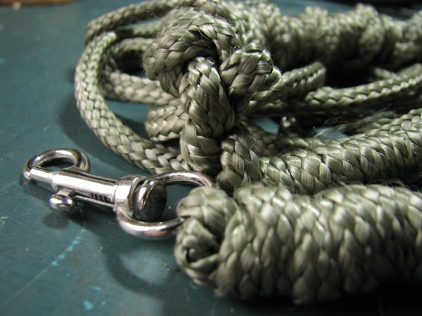 Paraleash - a Dog Leash From Paracord
