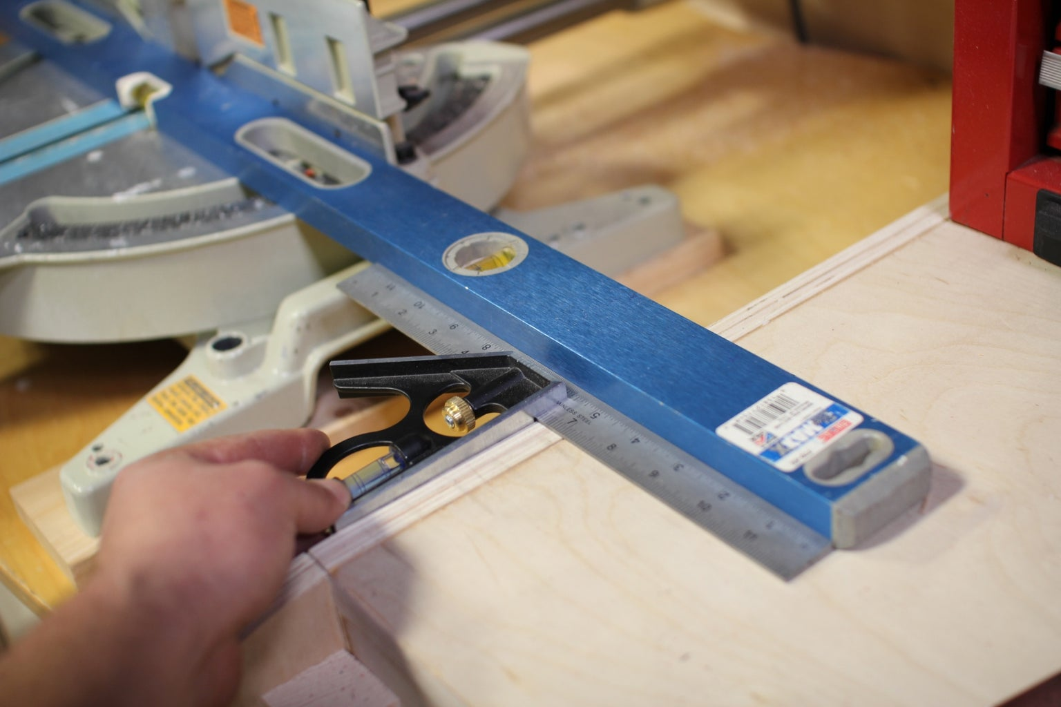 Square and Level Saw
