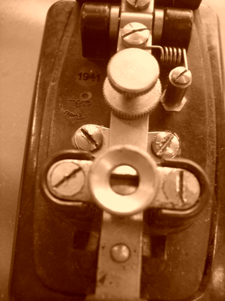 Morse tone generator (low power CW beeper)