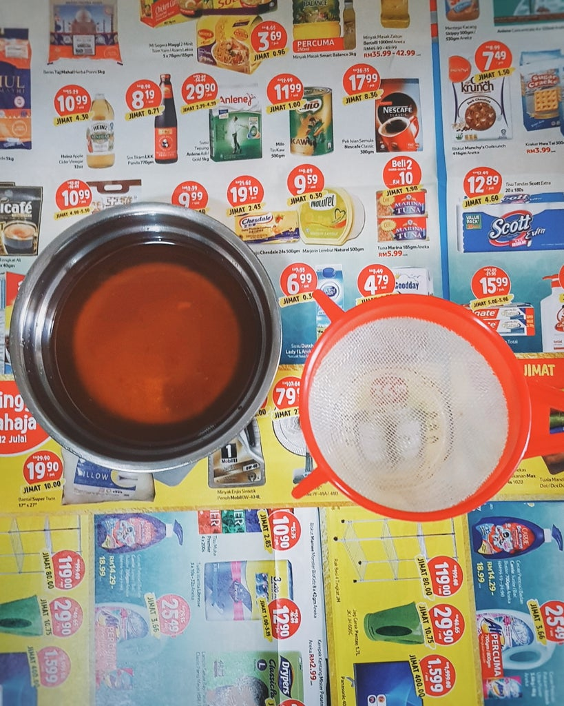 Filter the Used Cooking Oil and Weight 1kg Into a Stainless Steel Pot.