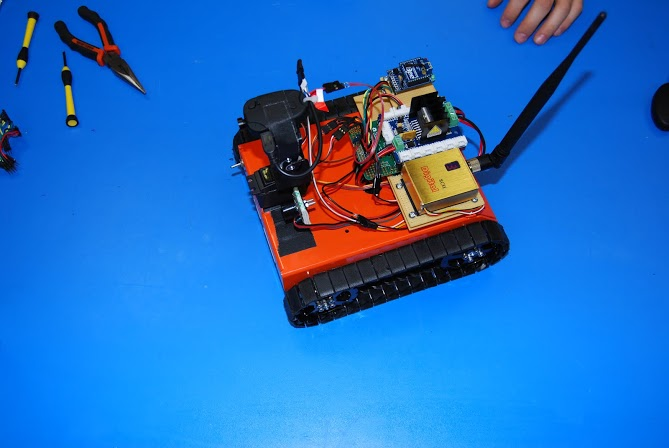 Accelerometer Controlled, Head Tracking Rover