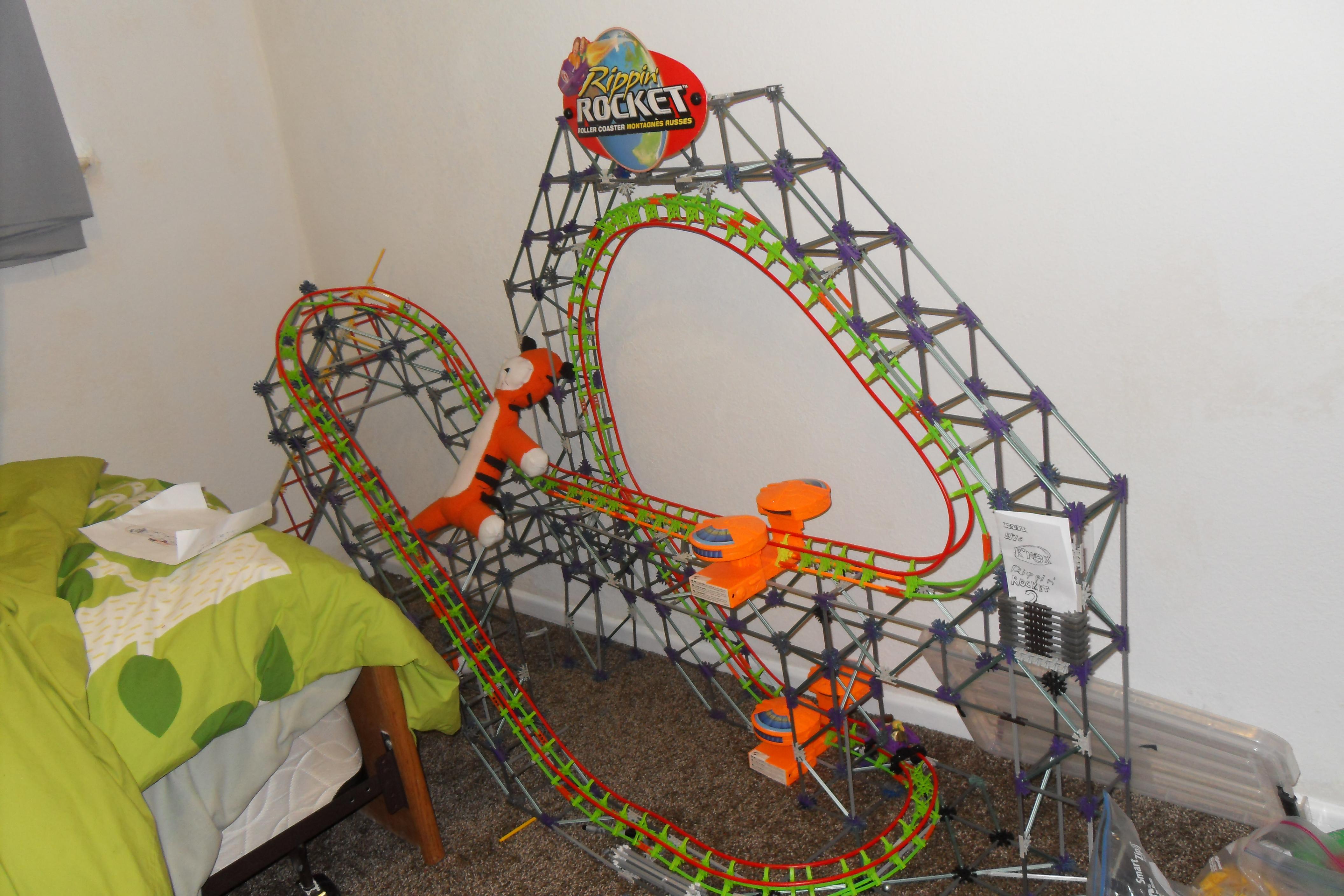 Knex roller coaster: Rippin' Rocket 3