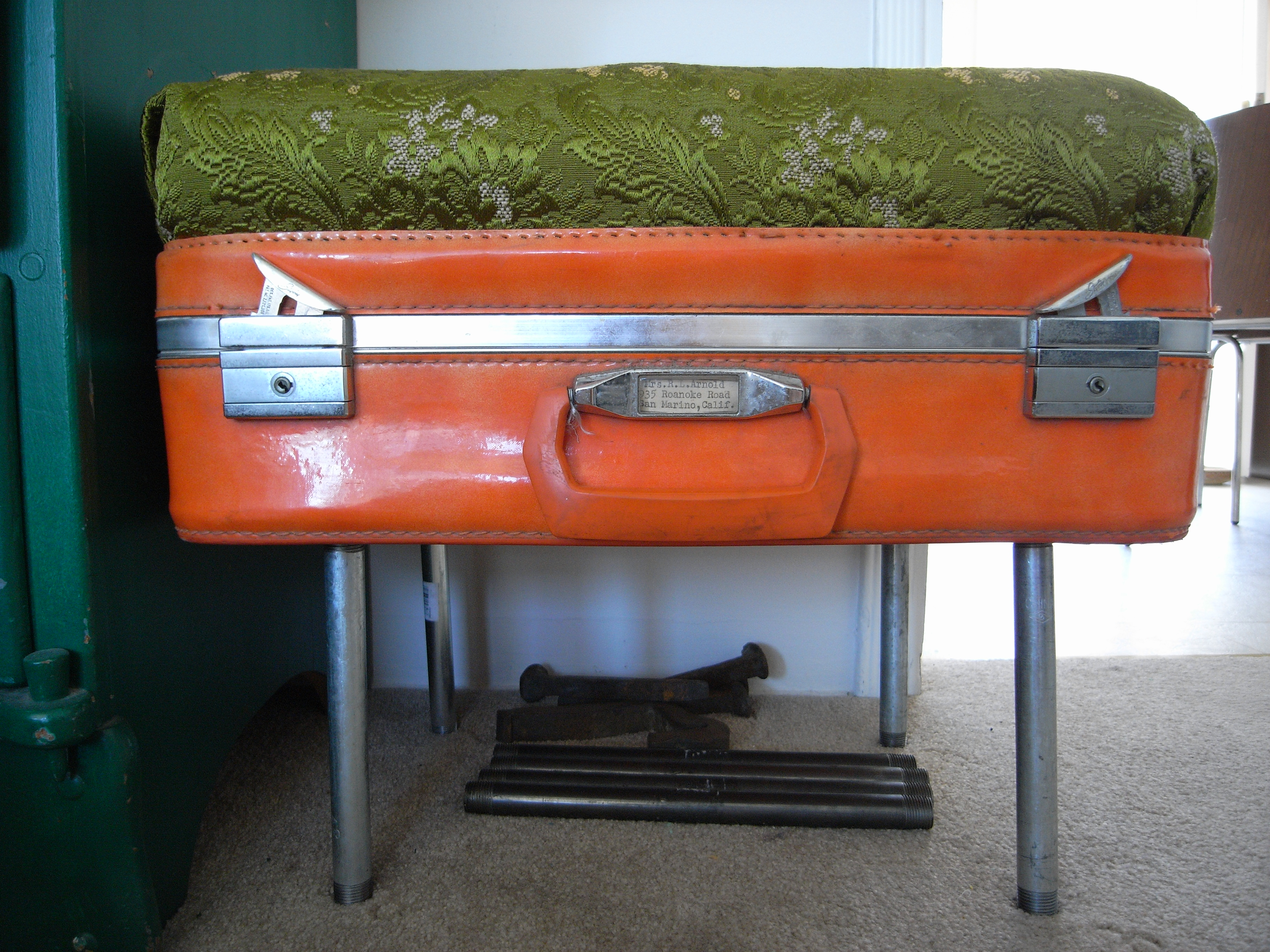 Make an Ottomon Out of an Old Suitcase
