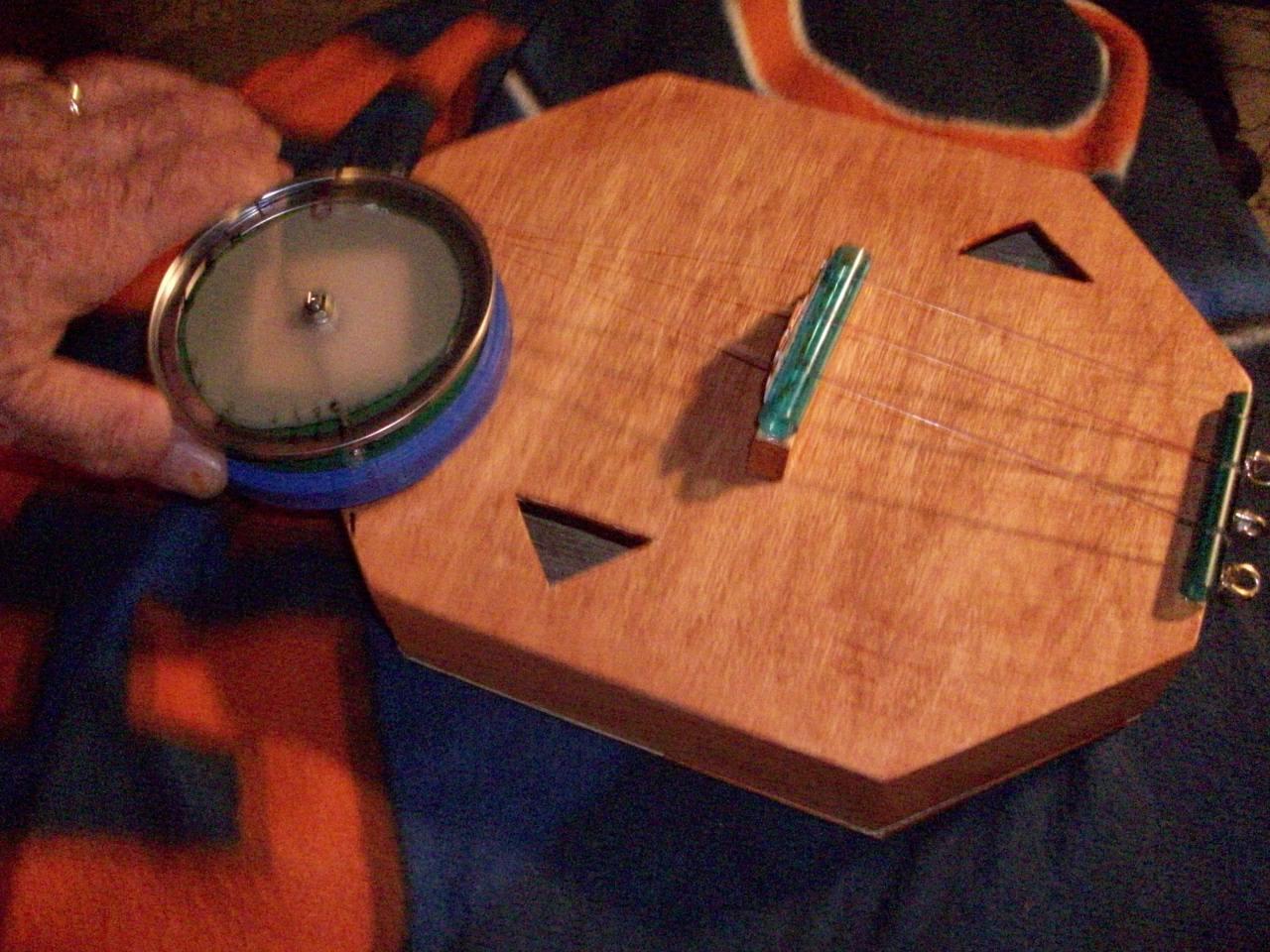 ROTATING VARI-PITCH-UKULELE [RVP]