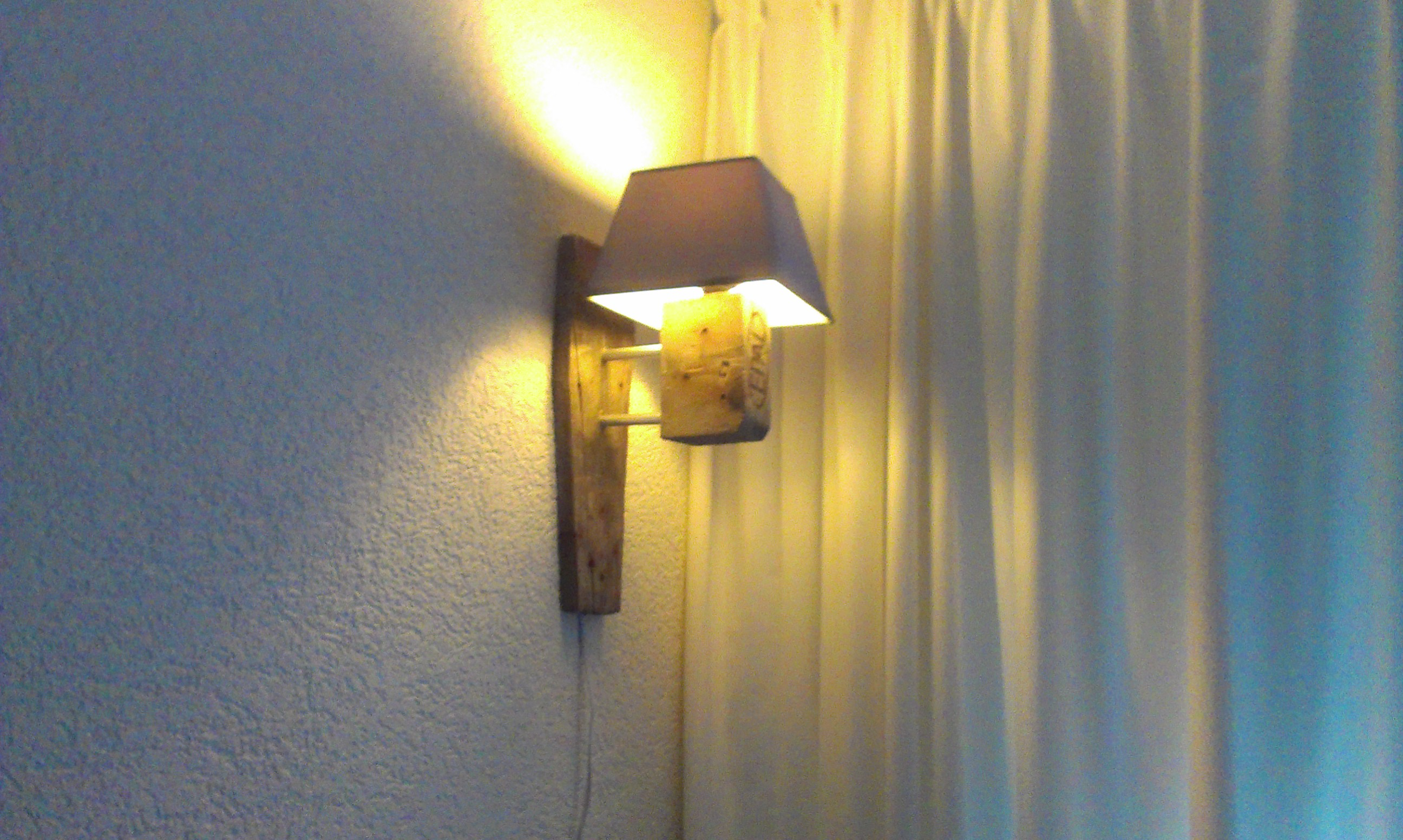 Awesome pallet lamp!