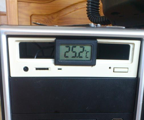 Computer case thermometer
