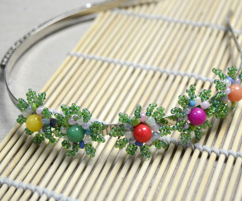 Making a Delicate Flower Hair Band with Seed Bead and Jade Bead