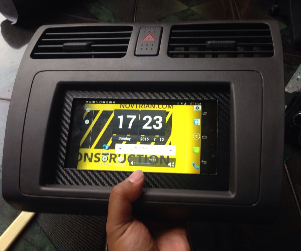 Android Kitkat Tablet/Phone built in Car's Dashboard