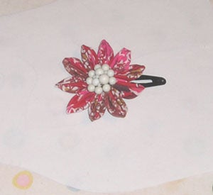 How to Make a Kanzashi (folded Fabric) Flower Pin