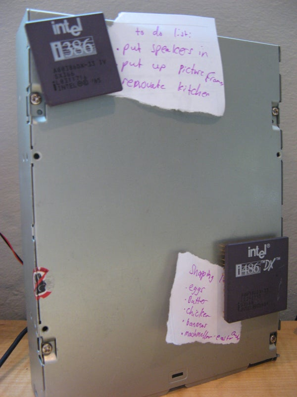Recycling an Old CD-ROM Drive Into a Magnetic Noteboard!