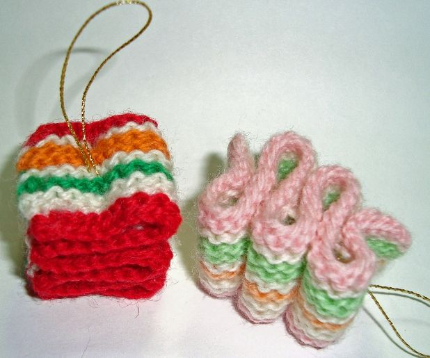 KNIT RIBBON CANDY ORNAMENTS