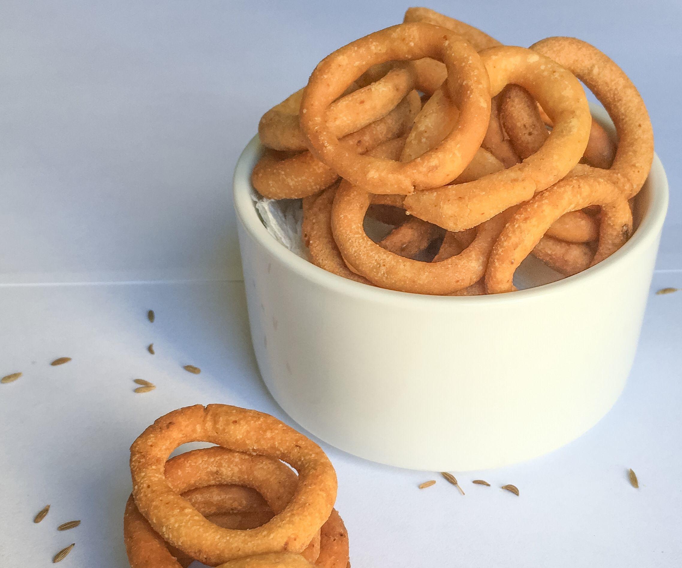 Ring Murukku (Fried Rice Flour Rings)