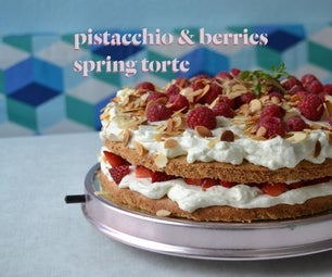 Pistacchio & Berries Spring Torte
