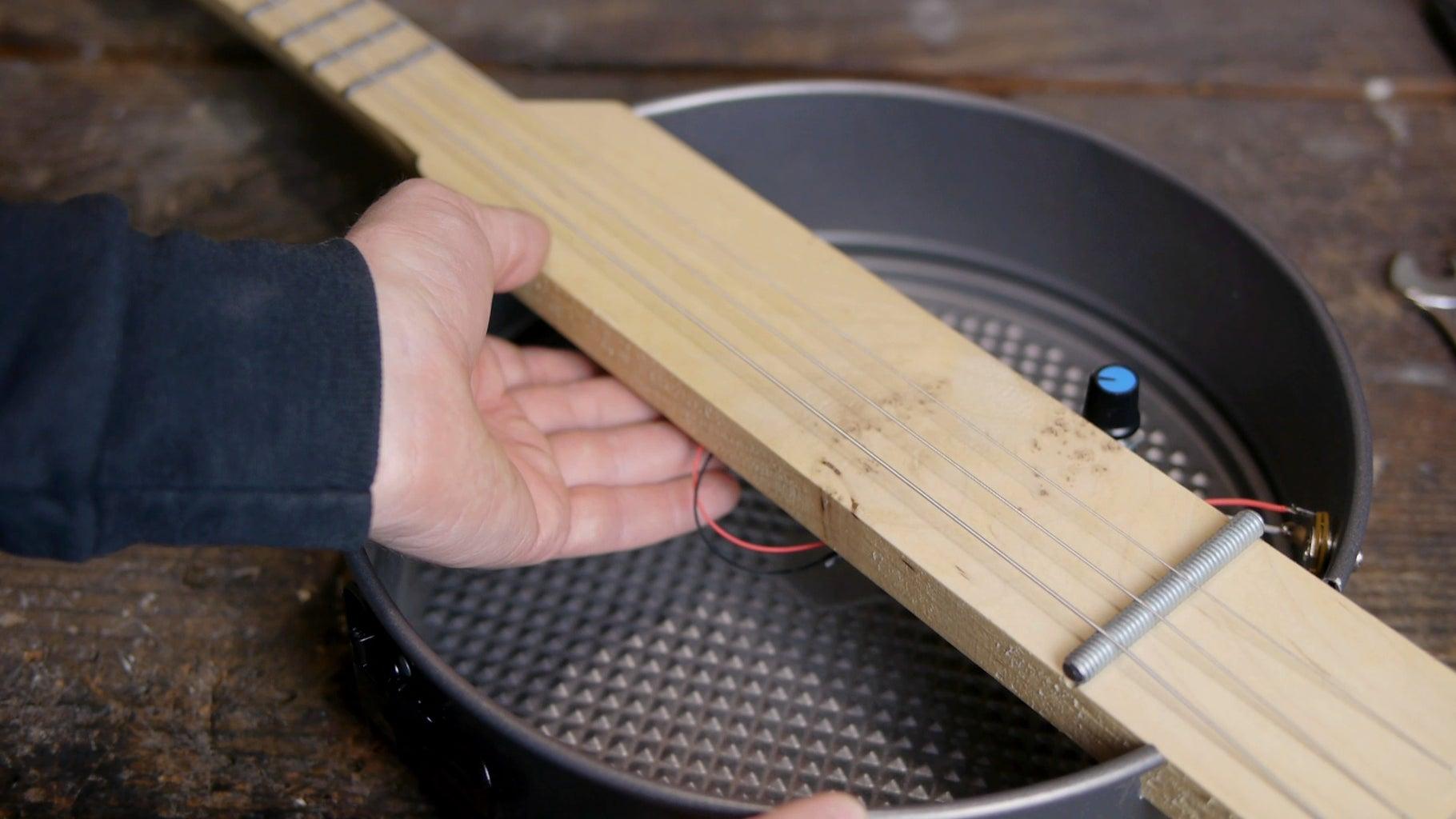 Using the Stomp Box Circuit As a Guitar Pickup