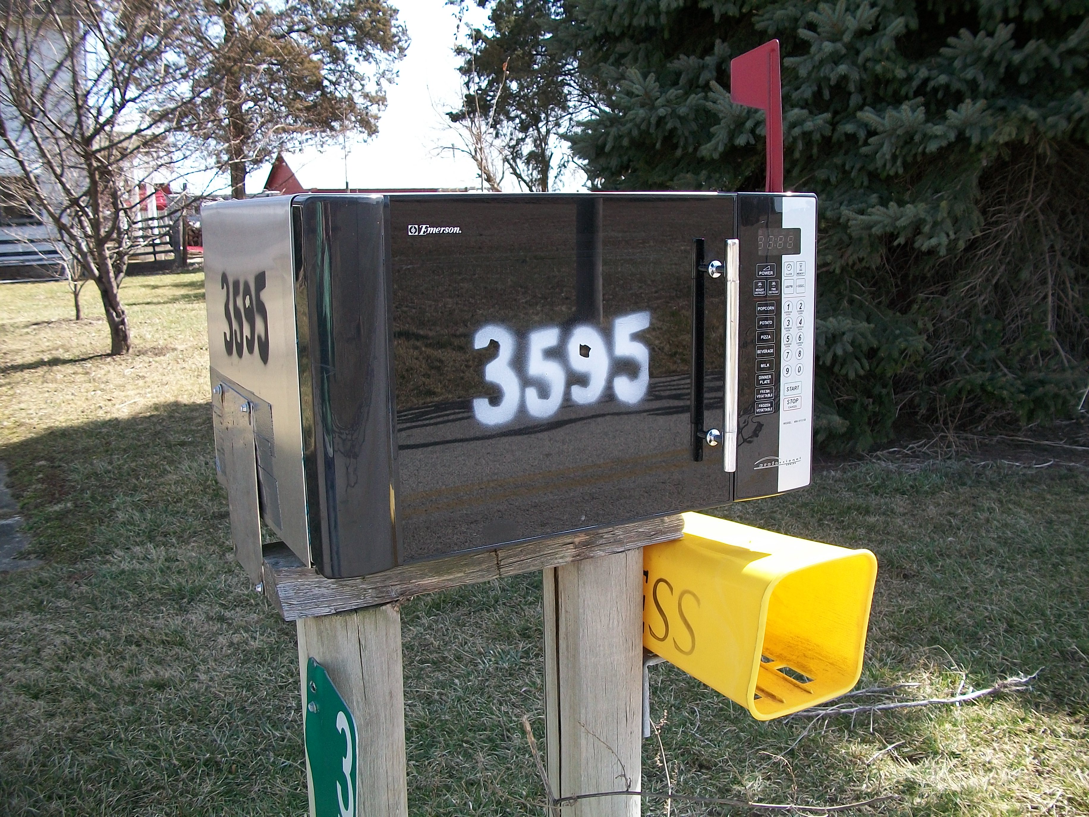 Extreme Recycling: Mailbox
