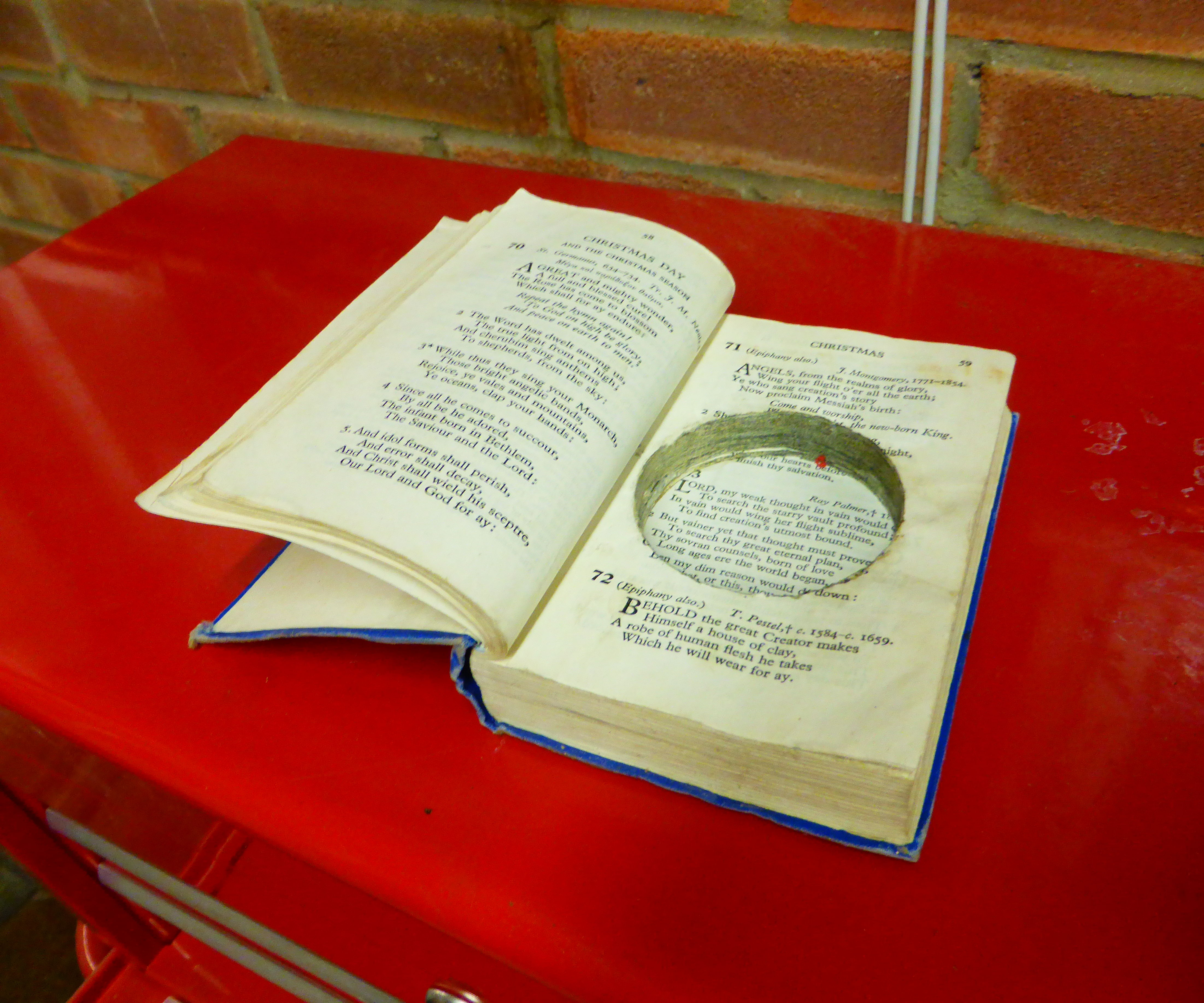 Quick and easy book safe/geocache container