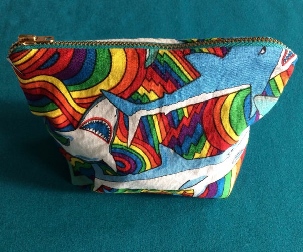 Zipper Pouch With Square Bottom and Lining