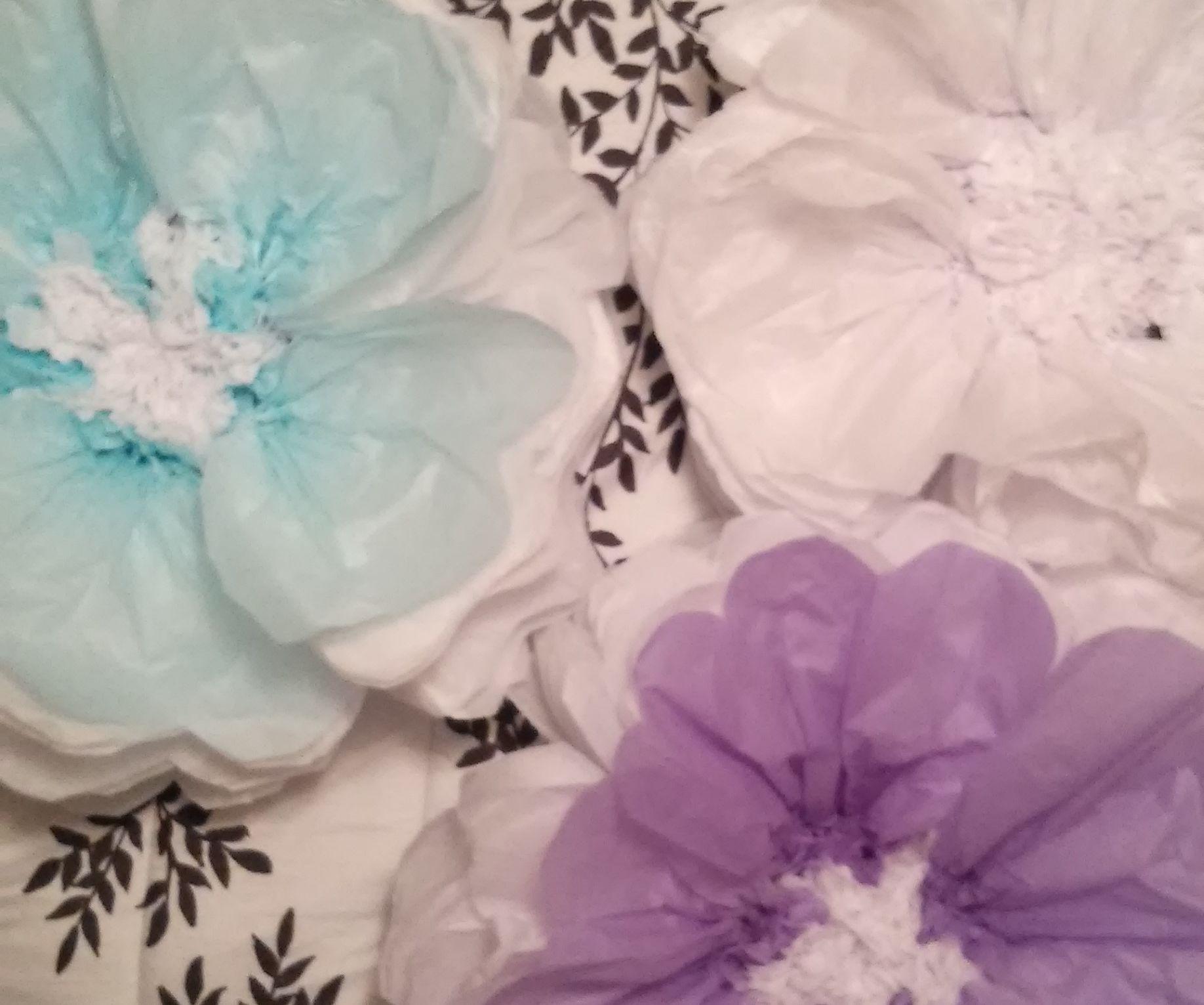 Super Easy Giant Tissue Flowers