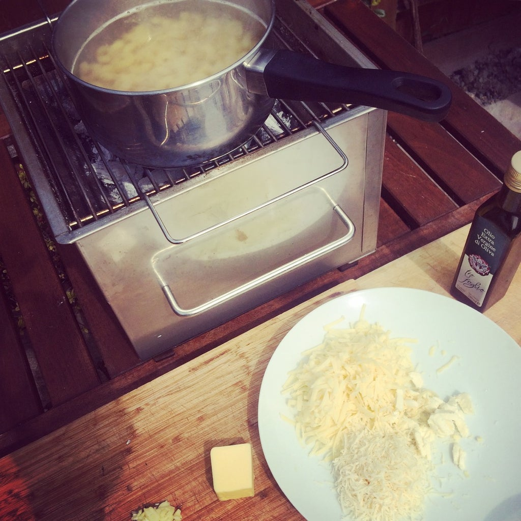 Classic Mac 'n' Cheese - Cooked Outdoors